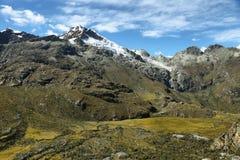 Mt Chopicalqui da fuga de Laguna 69, Peru fotos de stock royalty free