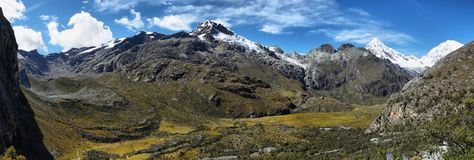 Mt Chopicalqui dalla traccia di Laguna 69, Perù Fotografia Stock Libera da Diritti