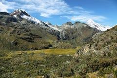 Mt Chopicalqui dalla traccia di Laguna 69, Perù Fotografie Stock Libere da Diritti