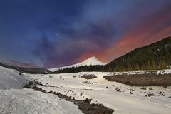 Mt coberto de neve Hood Winter Wonderland em Oregon foto de stock royalty free