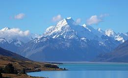 Mt Cook na Pukaki jeziorze Zdjęcie Stock