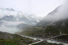 Mt Cook w mgły Nowa Zelandia Tasman lodowa widoku śladzie Zdjęcia Royalty Free