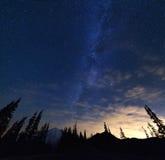Mt Dżdżysty i Milky sposób zdjęcie stock