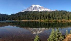 Mt dżdżysty Mt odbicie Zdjęcia Stock