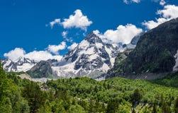 Mt Dzhan-Tugan en la garganta Adyl-Su Fotografía de archivo