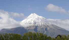 Mt. Egmont volcano. Snow covered Mount Egmont (Taranaki) volcano, New Zealand Stock Photography