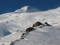 Mt Elbrus e refúgio. Imagens de Stock Royalty Free