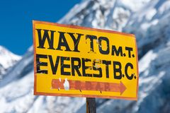 Mt. Everest Basecamp kierunkowskaz Fotografia Royalty Free