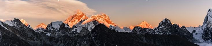 Mt Everest e por do sol de Lothse fotos de stock royalty free
