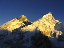 Mt Everest e por do sol de Nuptse imagens de stock
