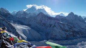 Mt Everest im Hintergrund mit Himalajabergen lizenzfreies stockfoto