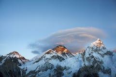 Mt Everest y Mt Nuptse foto de archivo