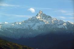 Mt.Fishtail nuage-embrasse Image libre de droits