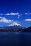 Mt. Fuji über See Motosu Stockbild