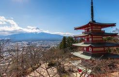 Mt Fuji avec la pagoda de Chureito photographie stock