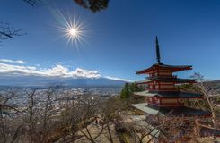 Mt Fuji avec la pagoda de Chureito en automne photo stock