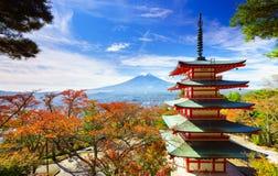 Mt Fuji avec la pagoda de Chureito, Fujiyoshida, Japon photos stock