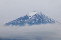 Mt Fuji bakgrund av molnigt Fotografering för Bildbyråer