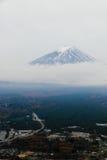 Mt Fuji bakgrund av molnigt Royaltyfri Bild