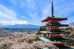 MT Fuji, Chureito-Pagode of Rode Pagode met sakura Stock Afbeeldingen