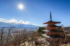 Mt Fuji com o pagode de Chureito no outono foto de stock royalty free
