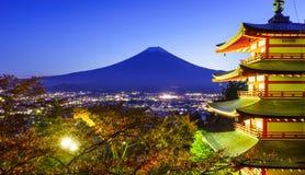 Mt Fuji com pagode de Chureito, Fujiyoshida, Japão foto de stock royalty free