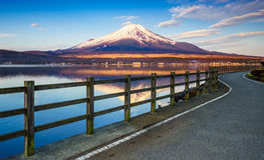 Mt Fuji con el lago Yamanaka, Yamanashi, Japón imagen de archivo
