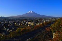 Mt Fuji da cidade Japão de Fujiyoshida no outono Imagem de Stock