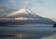 Mt fuji-dg1. The Mt,fuji high over the quiet morning lake Royalty Free Stock Photo