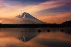 MT Fuji dichtbij Meer Shoji een dageraad Royalty-vrije Stock Fotografie
