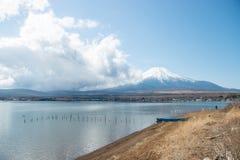 Mt Fuji e lago Yamanakako imagem de stock