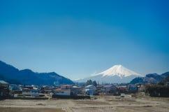 Mt Fuji - el pueblo del granjero alrededor del Mt Fuji en la primavera, visión urbana, Japón Imágenes de archivo libres de regalías