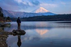 MT Fuji en Meer Saiko stock afbeeldingen