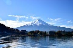 Mt Fuji från sjön Kawaguchiko Royaltyfria Bilder
