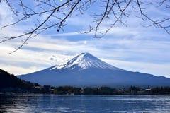 Mt Fuji från sjön Kawaguchiko Fotografering för Bildbyråer