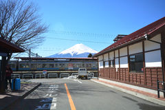Mt Fuji FUJIKAWAGUCHIKO, JAPÓN - 16 de marzo de 2016 Imágenes de archivo libres de regalías
