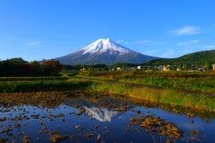 Mt Fuji ha incoronato con neve da Fujiyoshida Giappone Fotografia Stock Libera da Diritti