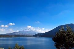 Mt. Fuji i solig dag Arkivfoton