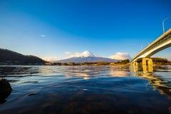 Mt Fuji i vår på Kawaguchiko sjön, Mt Fuji är berömda Japan Royaltyfri Foto