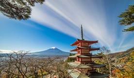 Mt Fuji med den Chureito pagoden Arkivbild