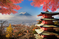 MT Fuji met dalingskleuren in Japan stock afbeelding