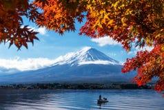 Mt Fuji nella vista di autunno dal lago Kawaguchiko Immagini Stock Libere da Diritti