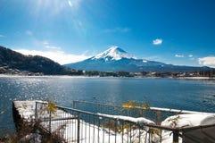 Mt Fuji på sjökawaguchikoen Arkivbild