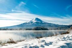 Mt Fuji på sjökawaguchikoen Royaltyfri Foto