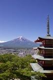 Mt Fuji przeglądał od Sengen świątyni w Japonia Zdjęcie Stock