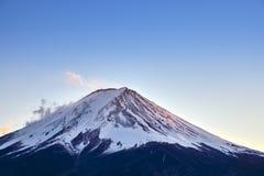 Mt Fuji und Herbstlaub am See Kawaguchi, Japan stockfotografie