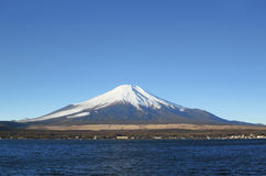 Mt Fuji und See Yamanaka Stockbild