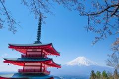Mt Fuji y Cherry Blossom en la estación de primavera caloría japonesa de Japón Foto de archivo libre de regalías