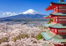 Mt Fuji z Chureito pagodą, Fujiyoshida, Japonia fotografia stock