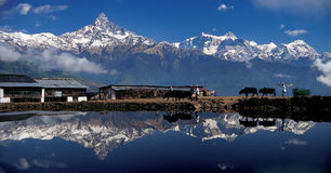 Mt Gamma di Annapurna & di Machhapuchhre fotografia stock